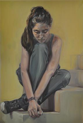 Jeune fille sur les marches d'un escalierbd